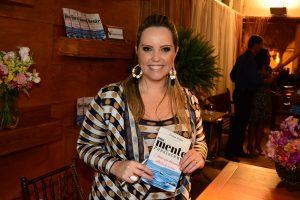 Vivian Salas em noite de lançamento do livro Uma Mente Persistente